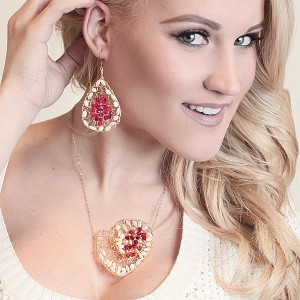 http://opearlbrands.com/260-358-thickbox/oksana-belo-s-handmade-heart-shape-necklace-.jpg