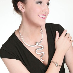 http://opearlbrands.com/271-381-thickbox/silver-snake-necklace-.jpg